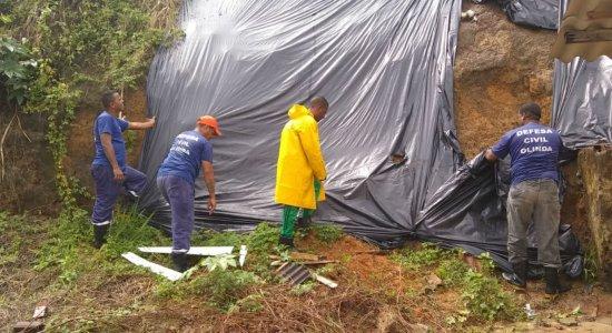 Detentos trabalham na contenção dos efeitos das chuvas em Olinda