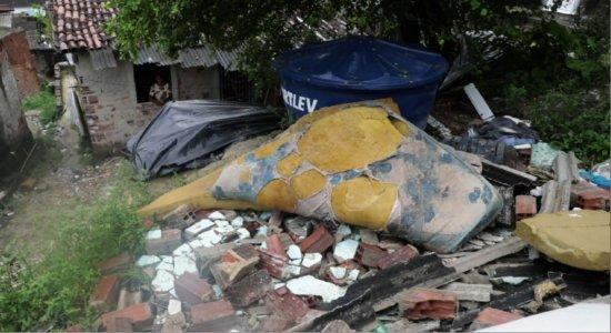 Chuvas: barreira desliza e derruba casa em Jaboatão dos Guararapes
