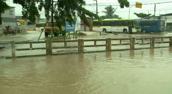 Chuvas fizeram canal transbordar