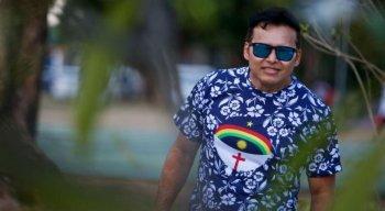 O cantor foi internado após sofrer hemorragia cerebral