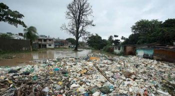 Os registros do bairro de Dois Unidos, na Zona Norte do Recife, nesta quarta (24) de chuvas ☔