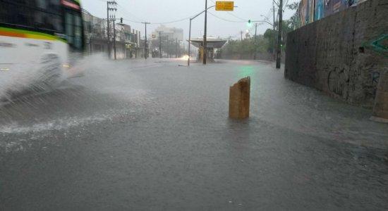 Chuva causa deslizamentos e mortes na Região Metropolitana do Recife
