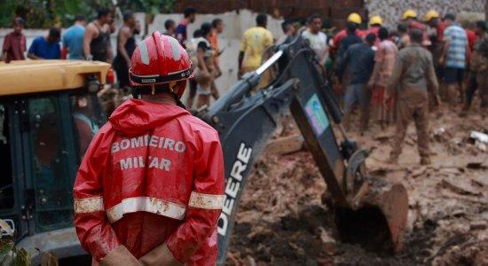 Chuvas deixaram 12 mortos e mais de 1 mil desalojados no Grande Recife