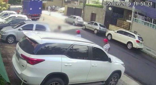 Vídeo: dupla aborda manobrista e rouba carro de cliente em Setúbal