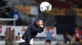 Milton Mendes tem sido criticado pela torcida do Santa Cruz, por causa das mudanças no time titular.