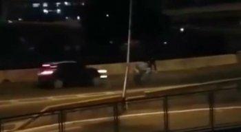 Vídeo mostra assalto em viaduto