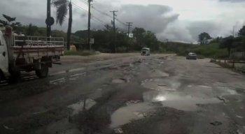 estrada na PE-60, em Califórnia, no município de Ipojuca.