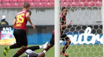 Hernane (C) é a principal esperança de gols do Sport para a partida.