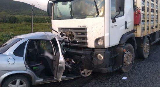 Policial morreu após colidir com caminhão em São João