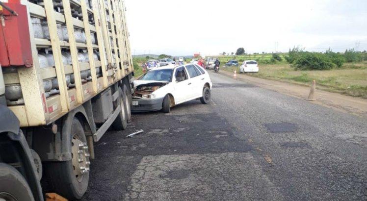 Outro acidente aconteceu logo em seguida, quando um idoso bateu na traseira do mesmo caminhão