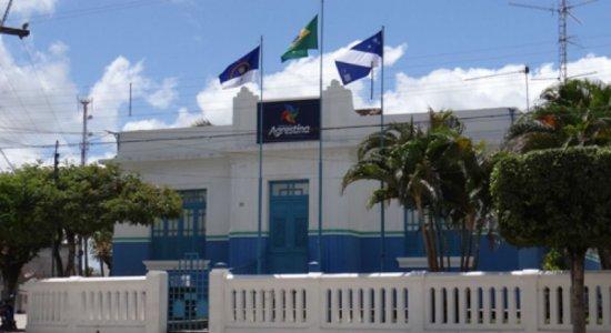 Justiça determina que Agrestina suspenda contratos temporários