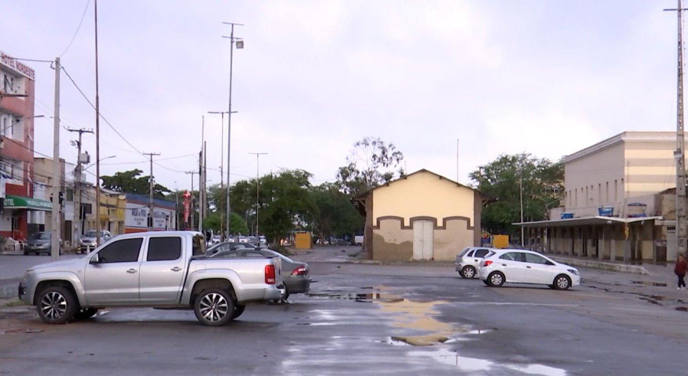 Pátio da Estação Ferroviária está sendo utilizado como estacionamento