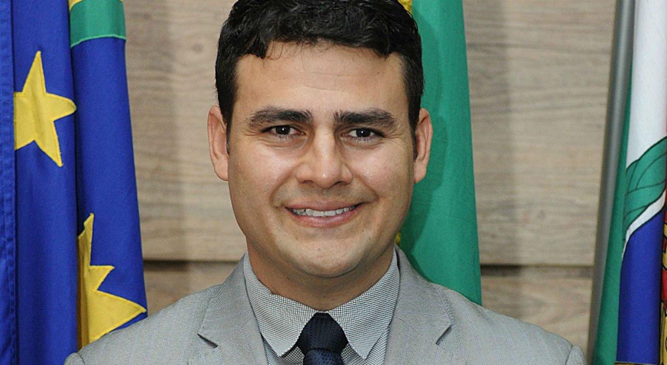 Moysés Santos assume na vaga do vereador Alberes Lopes