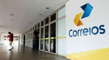 Trabalhadores pedem reajuste salarial e são contra a privatização dos Correios