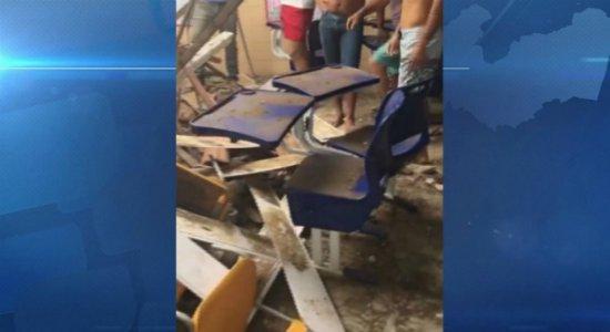 Caruaru: teto de escola desaba durante aula e deixa professora ferida