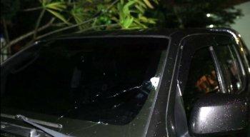 O veículo da vítima ficou com marcas de tiros