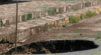 Cratera no Conjunto Beira-Mar.
