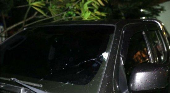 PM é abordado quando chegava em casa e troca tiros com criminoso