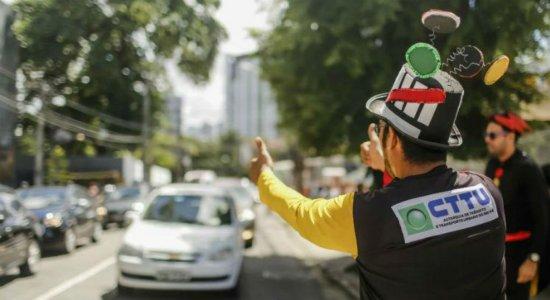 Obra na avenida Abdias de Carvalho deixa trânsito complicado no Recife