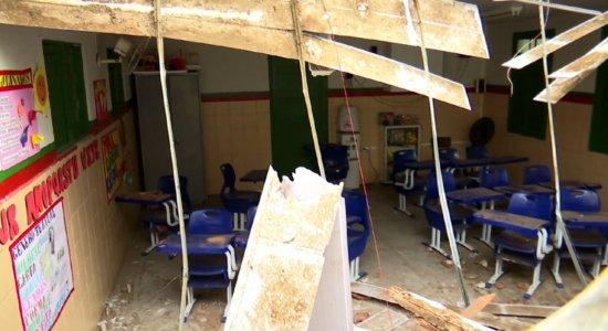 Teto desaba em escola: 'Pedi para eles correrem', diz professora