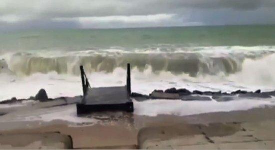 Confira a situação do avanço do mar nas praias de Boa Viagem e Bairro Novo