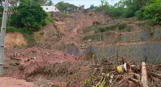 Moradores de Abreu e Lima ainda convivem com os riscos de quedas de barreiras