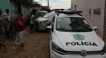 A Polícia Militar e oeritos do IML estiveram no local para apurar informações.