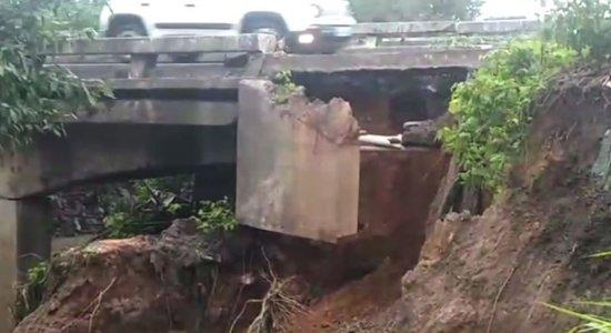 Risco de desabamento de ponte na BR-101; veja a imagem