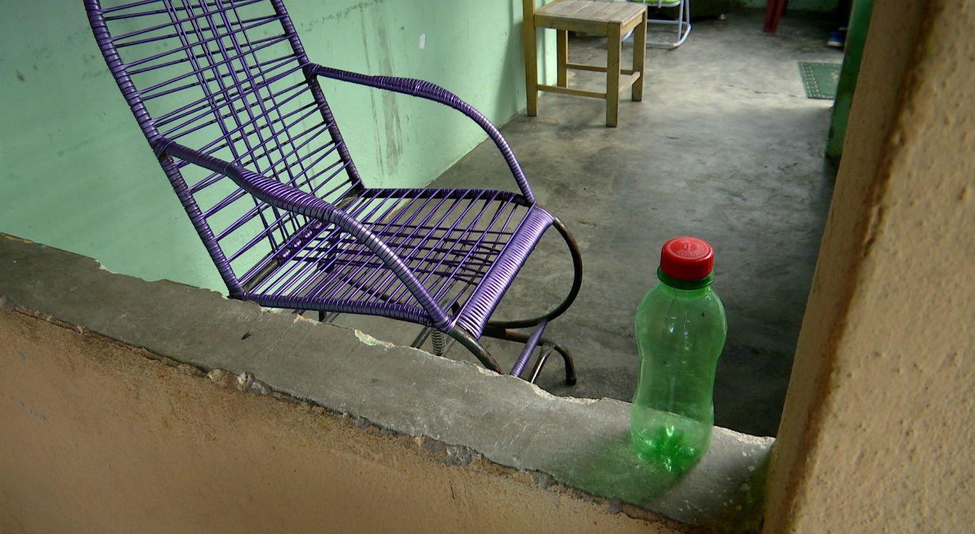 Veneno estava em garrafinha de refrigerante, o que pode ter causado a confusão