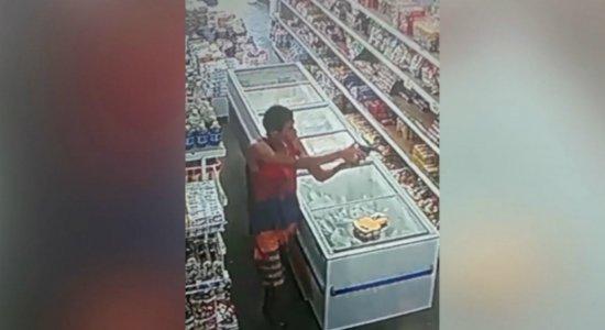 Assalto é filmado em supermercado em Ipojuca; veja vídeo