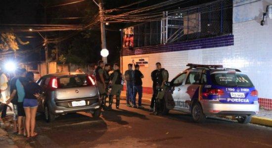 Jovem é morto em frente à escola no Espinheiro