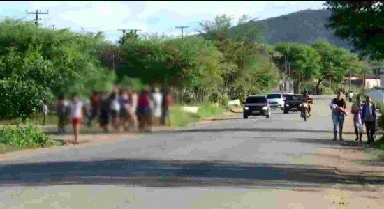 Tristeza marca enterro de menino de quatro anos morto em Arcoverde
