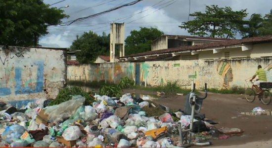 Moradores de Paulista denunciam que estão sem coleta de lixo há oito dias