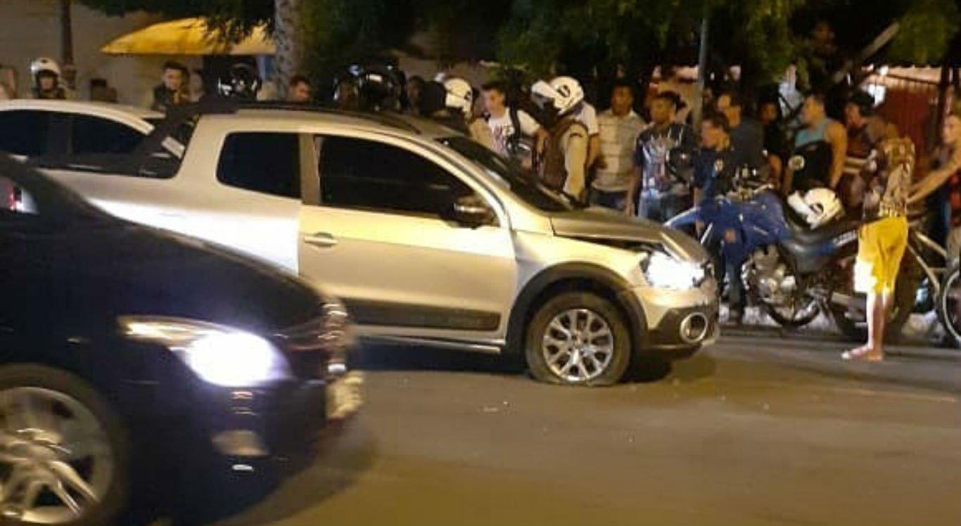 Suspeito de roubar carro bateu em vários outros veículos que estavam na ponte