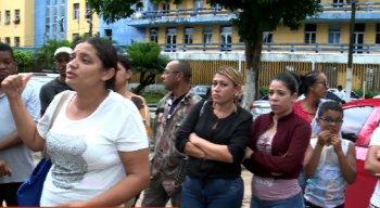 Acompanhantes se reúnem para denunciar descaso em hospital
