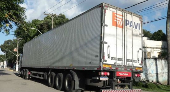 Homem é preso na BR-101 com carga roubada em caminhão