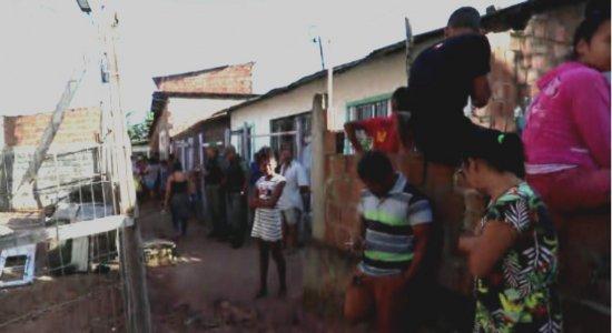 Mulher morre carbonizada em casa e ex-companheiro é suspeito no Cabo