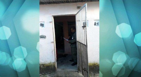 Criminosos invadem casa e matam mulher que dormia com marido e filha
