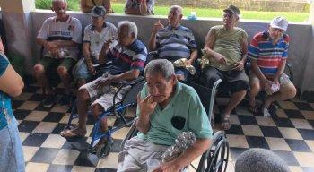 Muitos dos idosos são portadores de necessidades especiais