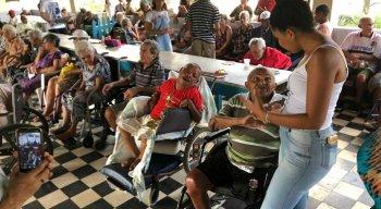 A festa contou com a participação de voluntários e da população local