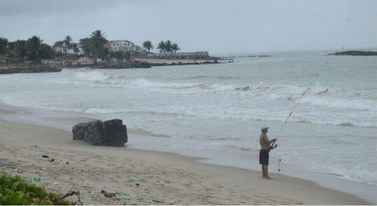 Praia de Del Chifre, em Olinda, passa por mutirão de limpeza