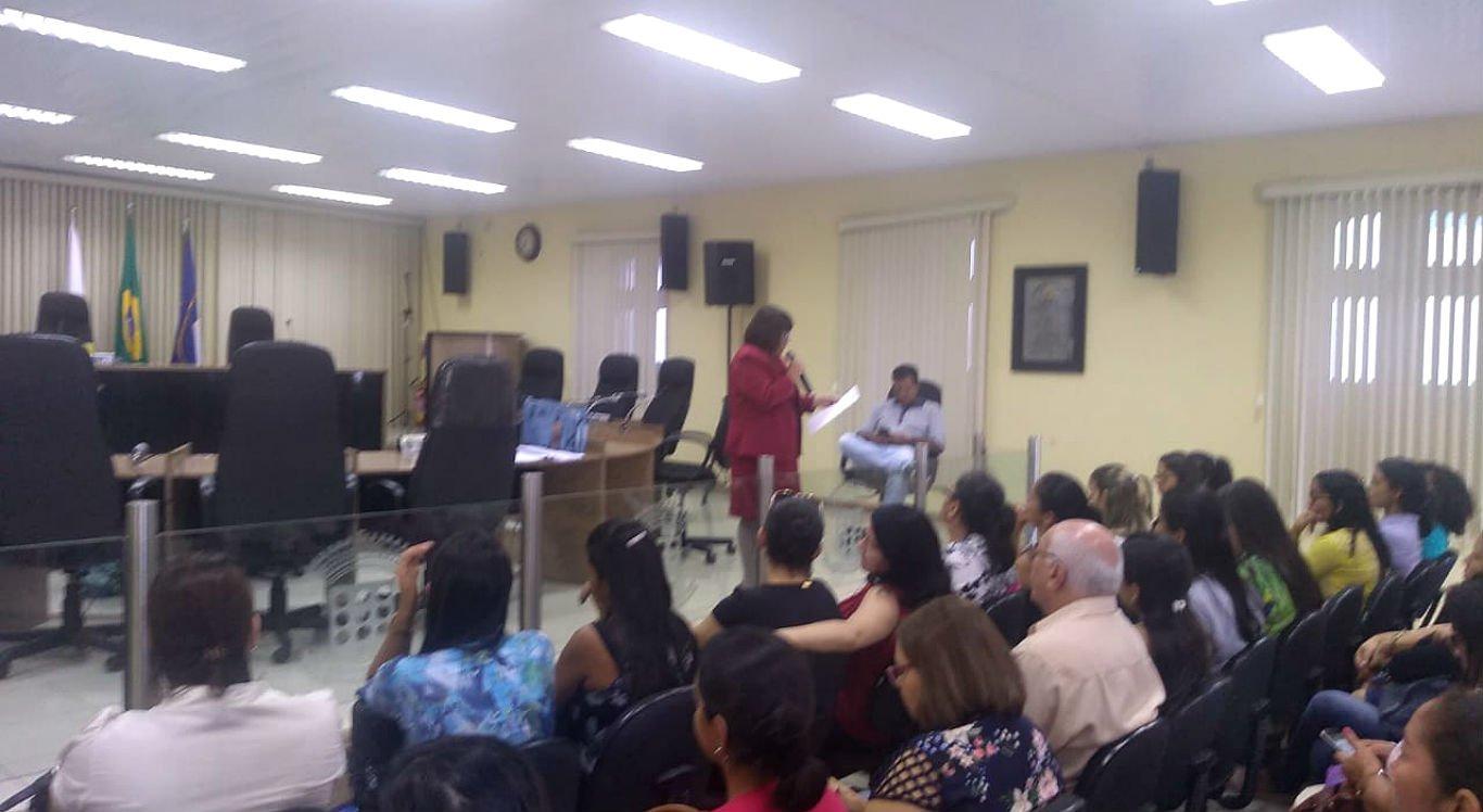 Professores fazem mobilização em Limoeiro