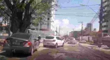 Buracos atrapalham o tráfego de motoristas em Jaboatão dos Guararapes