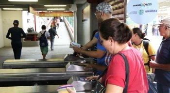 Passageiros reclamaram da falta de informação no primeiro dia útil de integração temporal no TI Santa Luzia