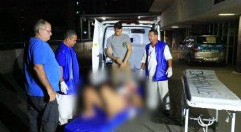 A mulher foi socorrida para o Hospital de Igarassu e transferida em estado grave para o Hospital da Restauração