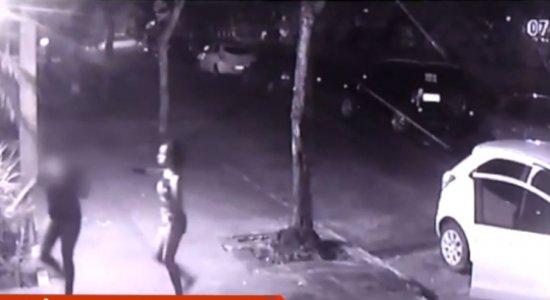 Câmeras de segurança flagram assalto no bairro de Casa Amarela