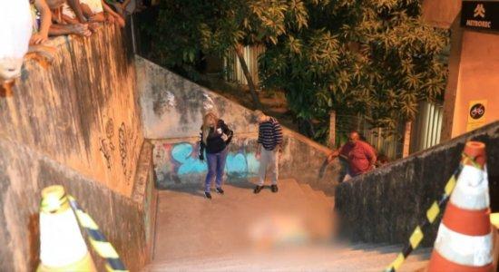 Jovem é morto em escadaria de estação de metrô na Zona Oeste do Recife