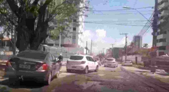 Buracos atrapalham trânsito nos bairros de Candeias e Piedade
