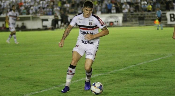 Volante saiu feliz pelo gol, mas não gostou do resultado.