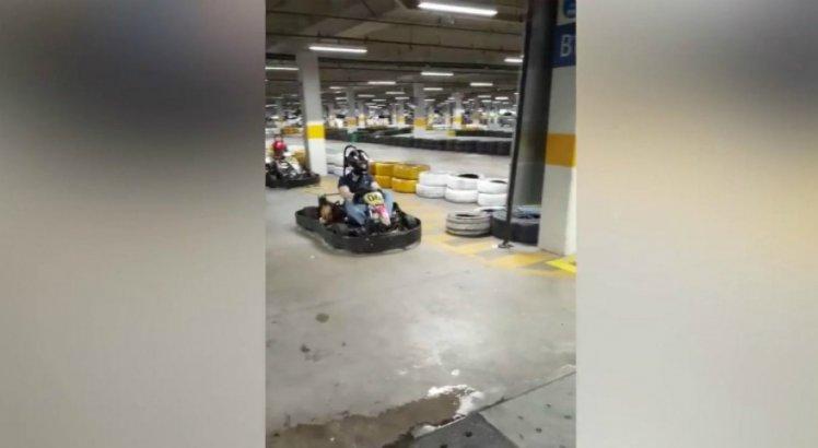 Pista de kart é interditada após jovem perder couro cabeludo em acidente